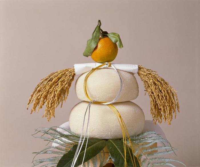 正月には年神に米でついた餅を重ねて供え、1年間の健康と農作物の豊作を祈ります。