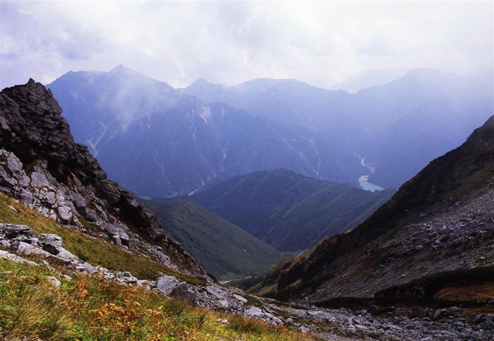 ザラ峠<br>(富山県新川郡立山町)<br>(2348メートル)<br>戦国時代の武将、「佐々成政のサラサラ越え」と呼ばれる伝説の峠
