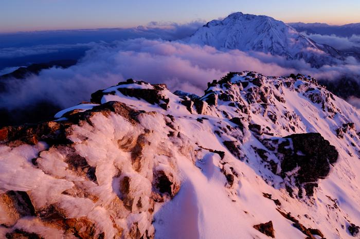 残照の五竜岳