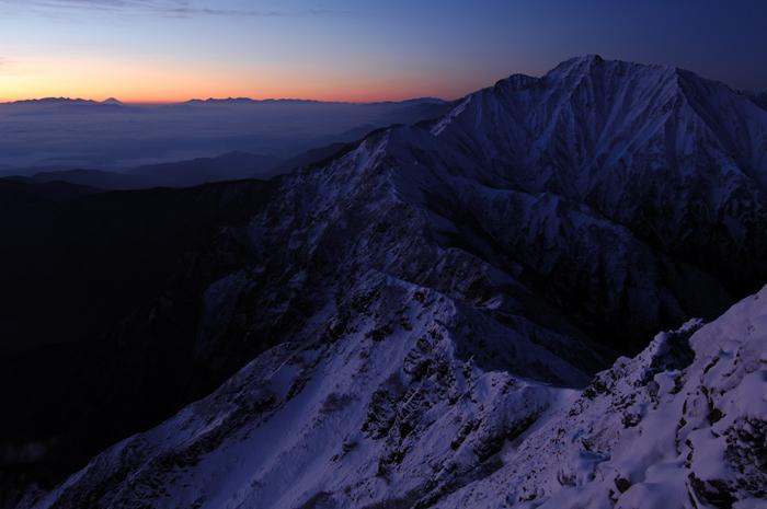 夜明け ?五竜岳と富士遠望?