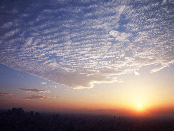 `07.10/29. 夕日と雲の波