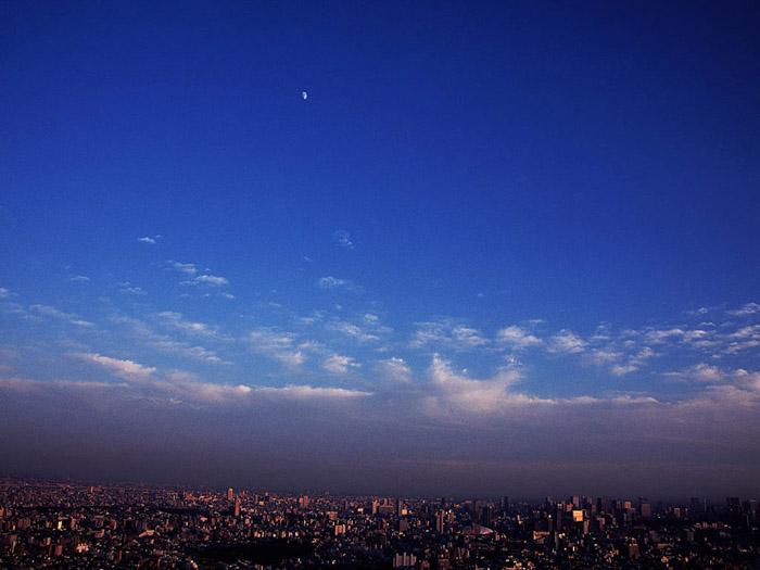 `07.11/20. 青空の月