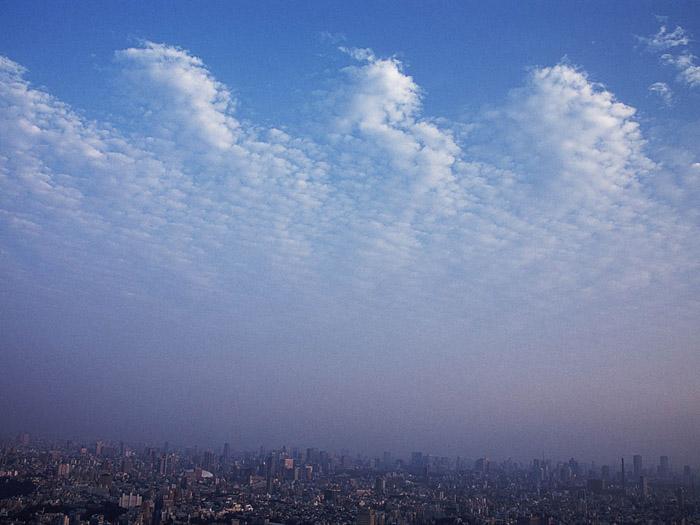 `07.10/23. 寄せる雲