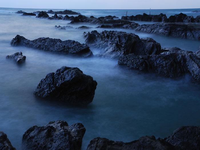 寄せる波に・・・ (房総半島、怱戸)