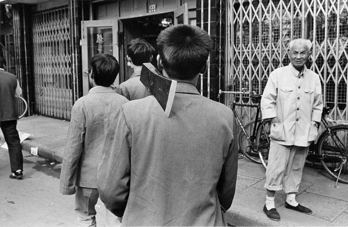 仕事場へ向かう出稼ぎ青年<br>宝山区淞浜路 1992年9月