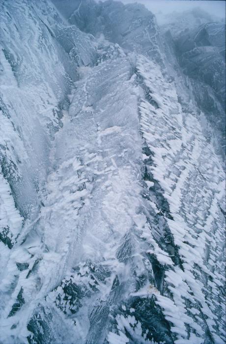 穂高 吹雪の後の岩壁