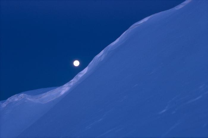 穂高 朝の月