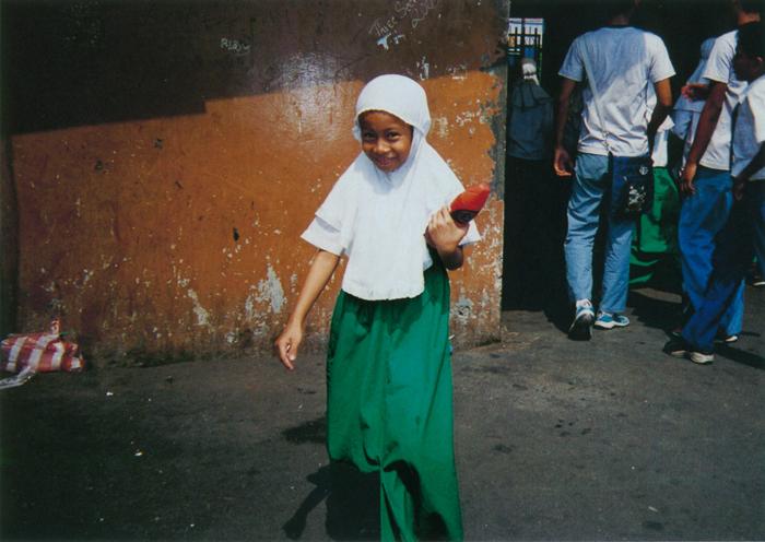 撮影者 ユソフくん(16歳)ぼくが妹のようにかわいがっている子。学校へ行けるようになって、とてもうれしいな。これが、ぼくにとっての平和。
