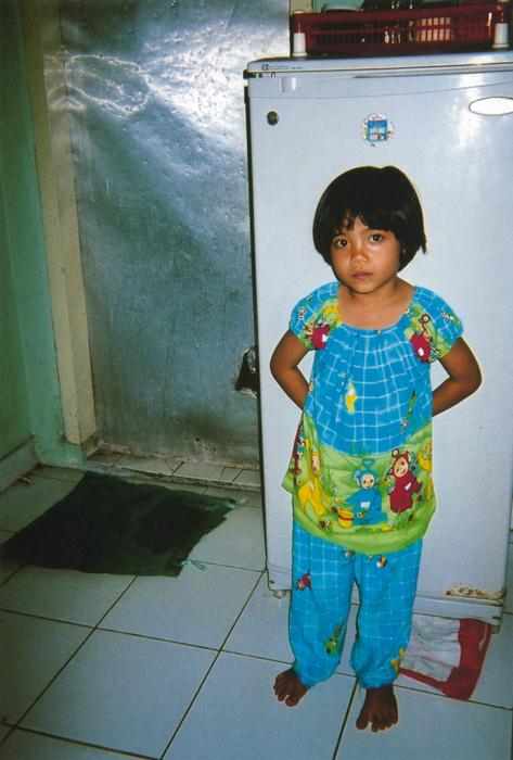 撮影者 ミア・アングライニィさん(14歳)この子は、ここに来たころはいつも泣いてばかりいました。でも、いまは泣かない。私がそばについているから。