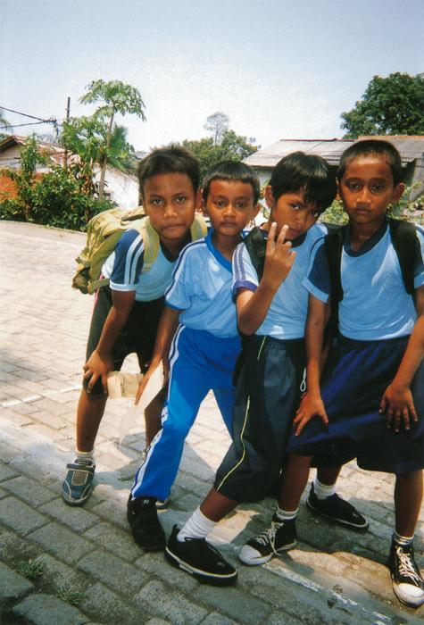 撮影者 オレ・イスカンダルくん(9歳)仲良しの友だちを撮っているとき、とっても平和を感じた。なんだか、プロ・カメラマンになったような気がした。