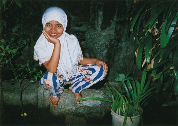 撮影者 アストゥディーさん(15歳)私の妹はとてもかわいくて、いつもニコニコ。ネコにもやさしいよ。だから写したの。