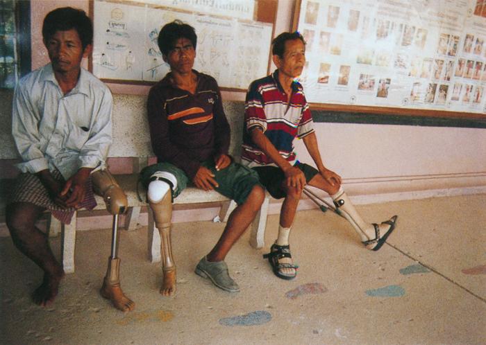 撮影者 ソン・キムリィさん(11歳)障害者支援センターには大勢の手足を失った人たちがいました。傷ついたのは身体だけではありません。心も傷ついているはずです。私は精神科医になりたいです。