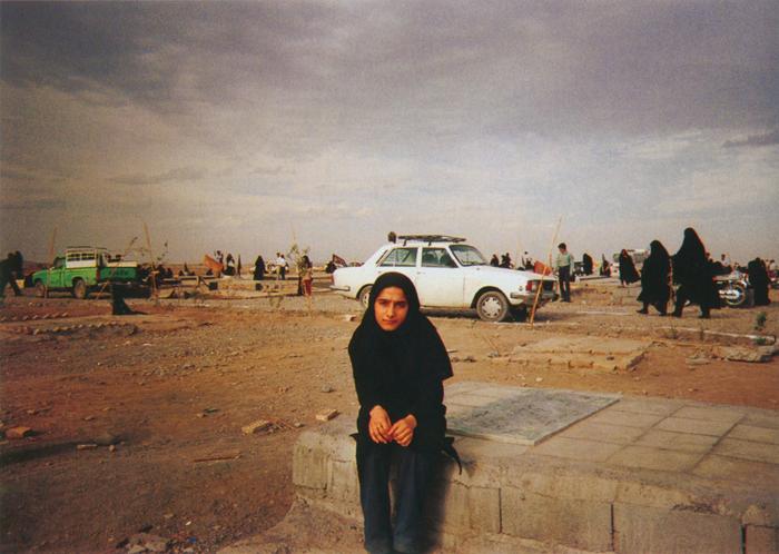 撮影者 セディゲ・アッパーシさん(17歳)地震では弟が瓦礫の下敷きになり、助かりませんでした。木曜日の午後は、みんなでお墓に行きます。死者の霊が戻ってくるとされているからです。